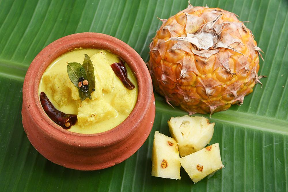 pineapple puliserry